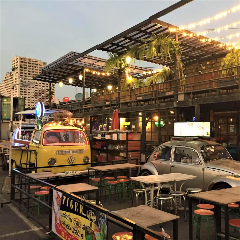 バンコクの市場にあるオシャレなバー